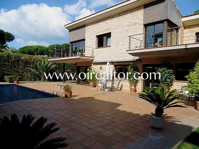 Maison moderne exclusive avec piscine dans un quartier privilégié de Castelldefels