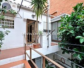 Encantadora casa con patio y garaje en Badalona