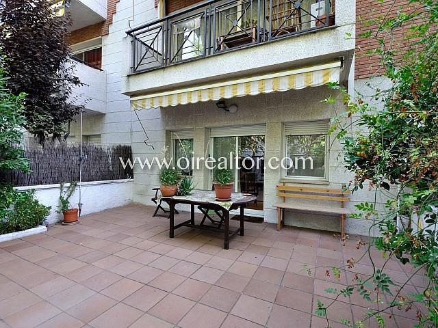 Casa adosada de 212 m2 y 6 habitaciones ubicada en una zona residencial muy tranquila
