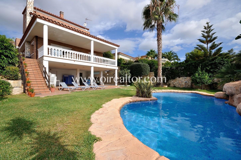 Esplendida casa en venta con impresionantes vistas en for Piscina canet de mar
