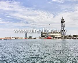 Estupendo ático en venta con vistas al Port Vell en Barcelona