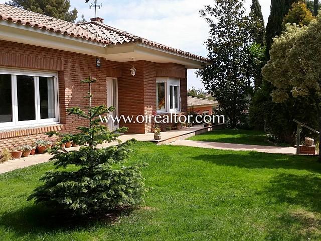 漂亮的房子位于Bellaterra的
