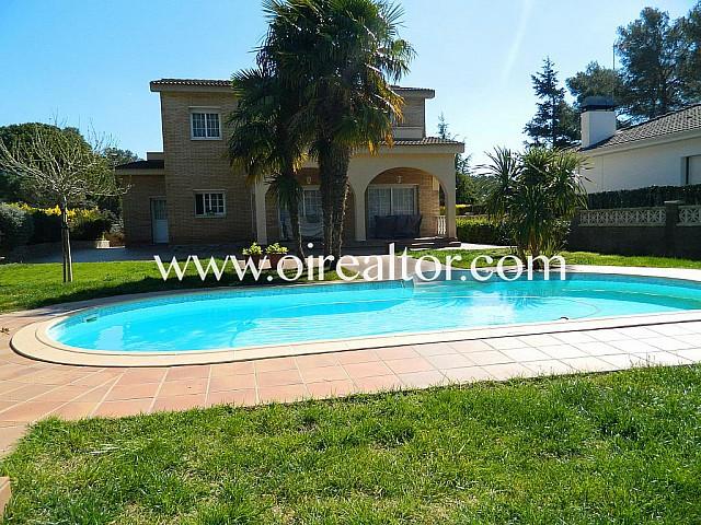 Villa luxueuse et spectaculaire à vendre à Begues