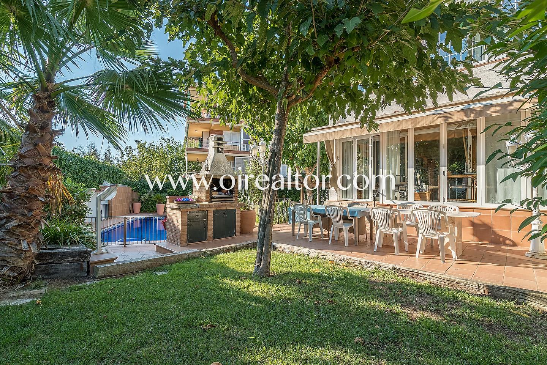 Encantadora casa familiar con piscina en vallpineda sitges for Piscina sitges