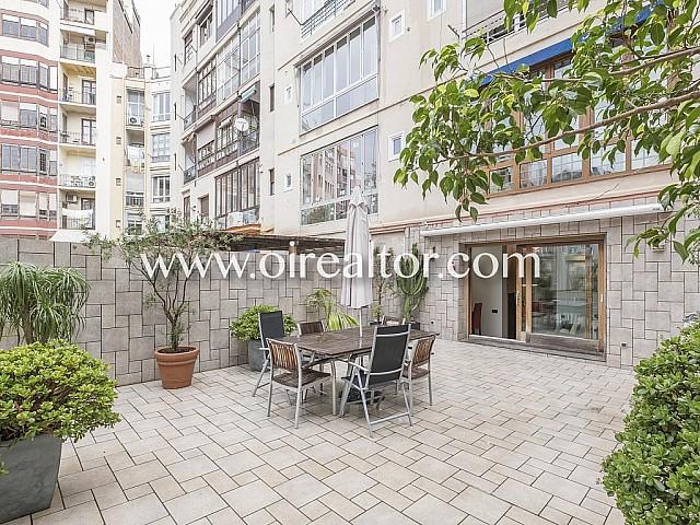Amplio y cómodo piso en venta con soleada terraza de 56 m2 en la Dreta de l'Eixample