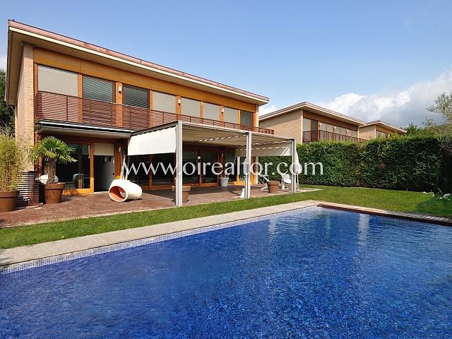 Spectacular designer house located in the prestigious area of Can Vilallonga, Sant Cugat