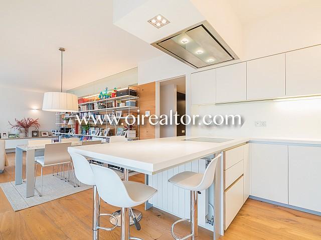 Продается эксклюзивная квартира в Лес Кортс, Барселона