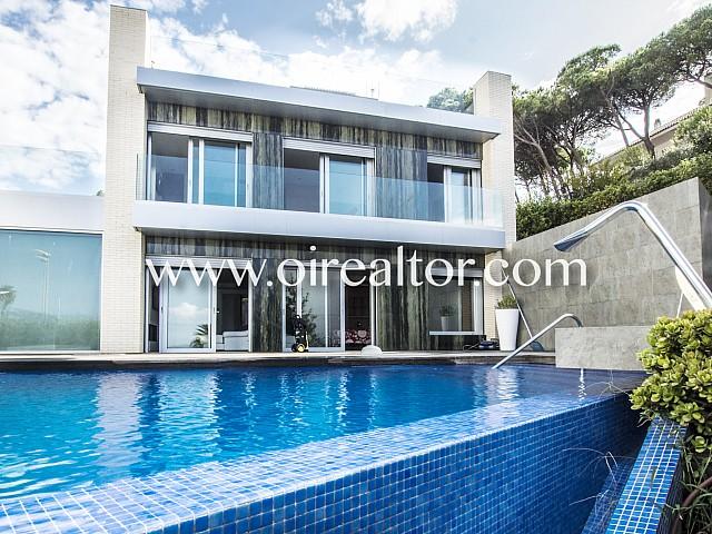 Spectacular villa for sale on the beach of Fenals (Lloret de Mar)