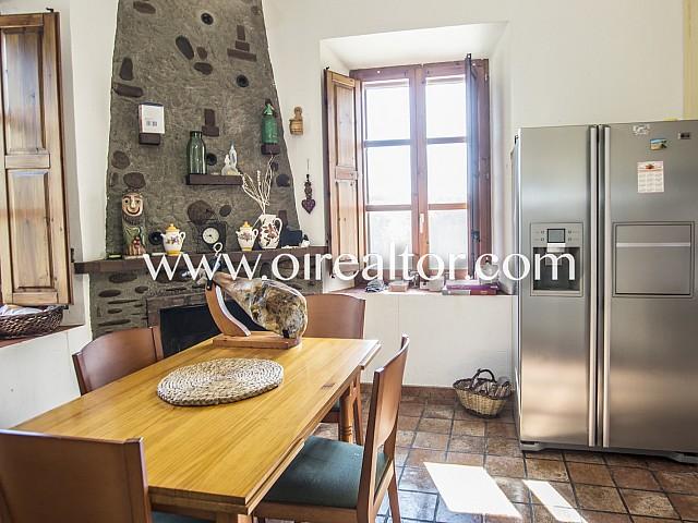 Beautiful rustic house of 8 hectares of land in Roda de Ter