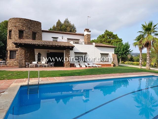 Splendid rustic villa in Sant Pol de Mar, in natural style
