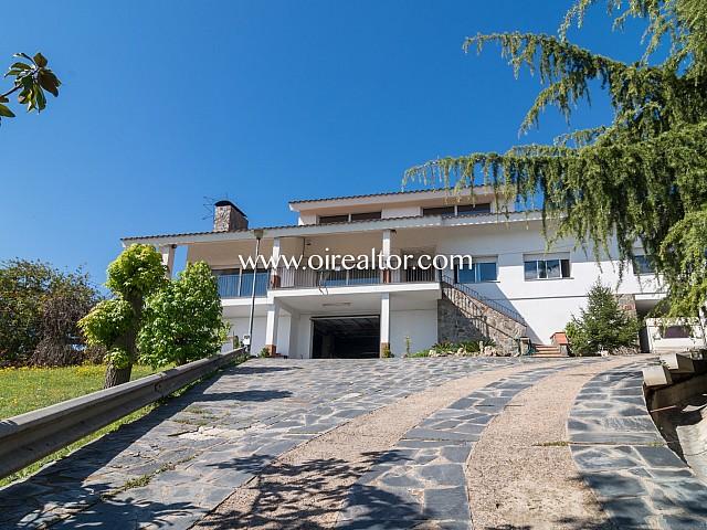Espectacular Casa Rústica en Venta con terreno de 30.000 m2 en Rubí  Descripción del inmueble