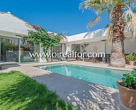 Hervorragendes neues Haus in der Wohnsiedlung Los Viñedos, Sant Pere de Ribes