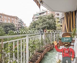 Amplio piso con balcón exterior en Sagrada Familia, Barcelona