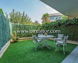 Preciós dúplex amb jardí a la venda a Can Pei, Sitges