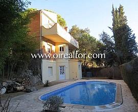 Fantástica casa unifamiliar en venta en Urb. Mascoll en Alella, Maresme