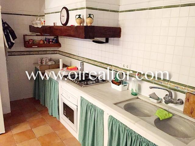 Acogedora casa en venta de estilo rústico catalán en L'Escala a solo 2 minutos de la playa