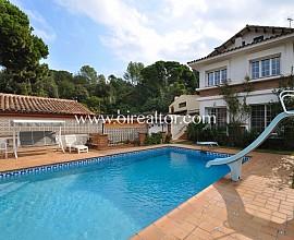 Casa en Venta con mucho encanto en en la zona del Golf de Sant Cugat