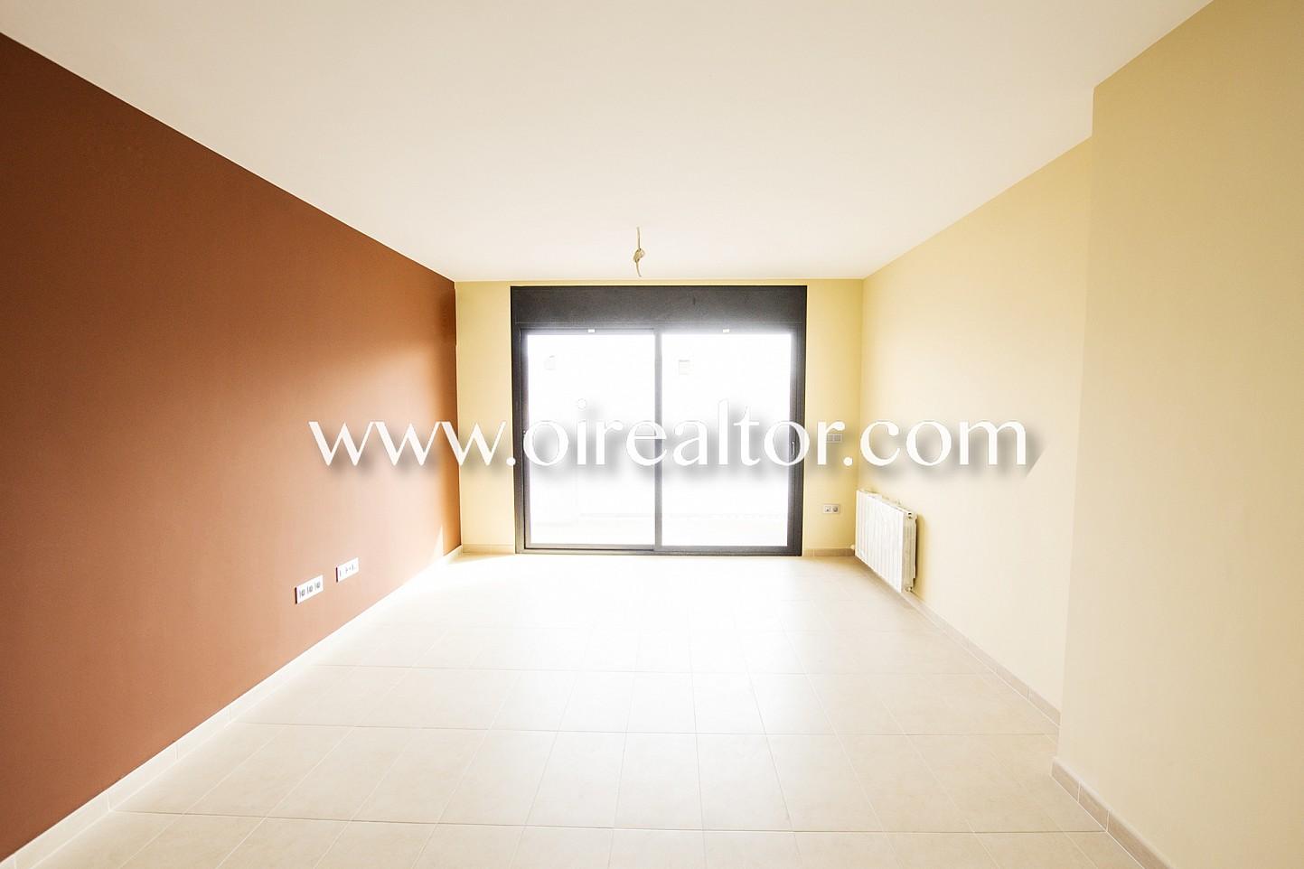 Estupendo segundo piso en venta de obra nueva en calella for Pisos obra nueva barcelona