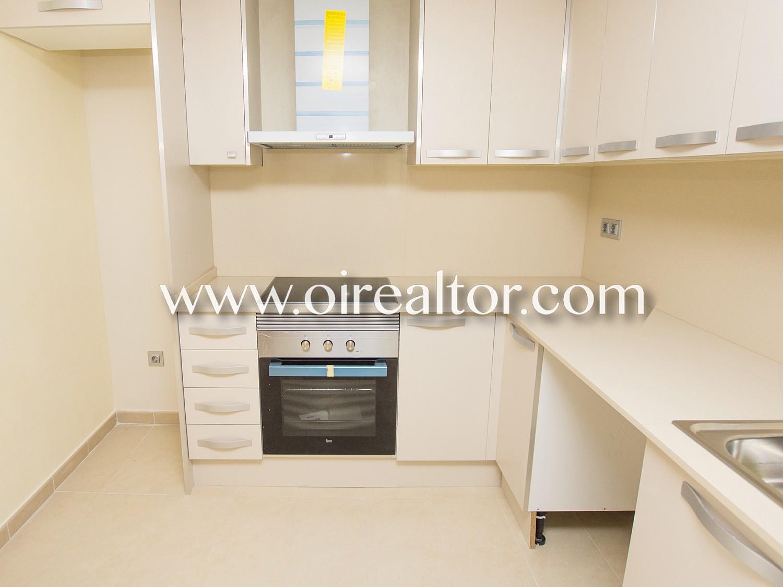 Отличный пентхаус-экстерьер для продажи четырех комнат нового строительства в Калелле, Барселона