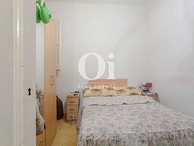 vista de dormitorio doble en piso en venta en el eixample Esquerra de Barcelona