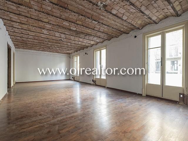 Apartment, das renoviert werden muss, in einem prächtigen Grundstück in Eixample Dret, Barcelona