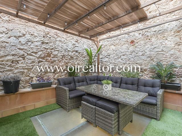 Дом с патио и террасой в центре Барселоны