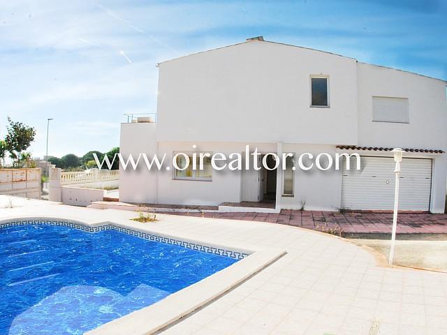 Belle maison jumelée dans l'urbanisation Normax à Lloret de Mar, Costa Brava