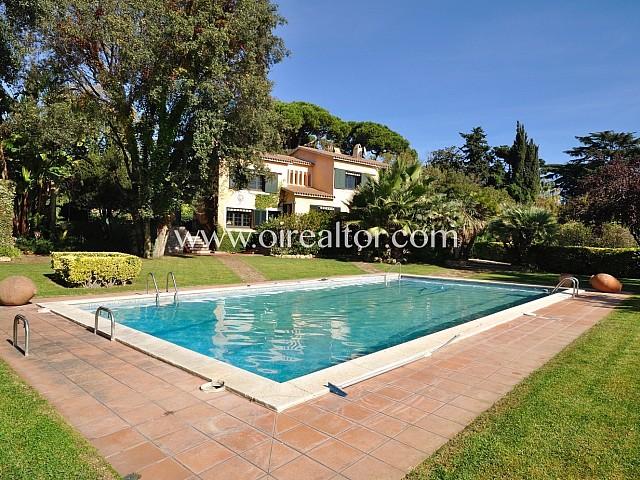 Excepcional villa en venta en Canet de Mar