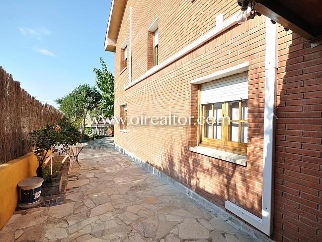 Magniifica casa de Cuatro Habitaciones en Venta en Can Alzamora Les torres Can fatjo Rubí