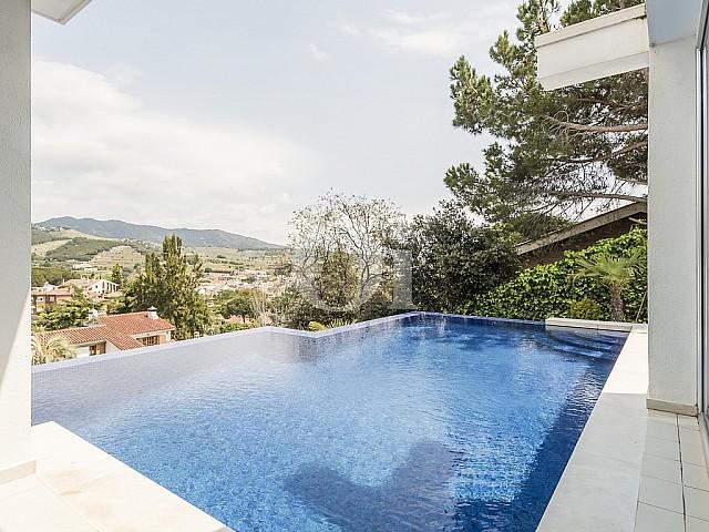 Fantastisches Haus zum Verkauf mit einem hervorragenden Schwimmbad und Blick aufs Meer, Sitges