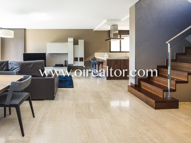 Великолепный дом на продажу полностью отремонтирован с использованием роскошных материалов в Кала Каньельес, Льорет-де-Мар