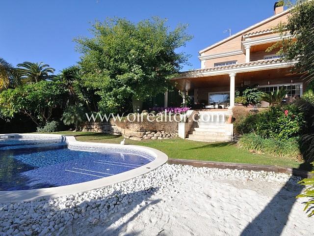 Majestuosa casa en venda, amb vistes al mar al centre de Premià de Dalt