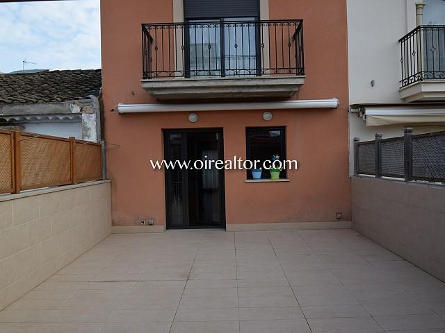 Bella Casa de 330m2 tres plantas en venta en el centro de Rubí.