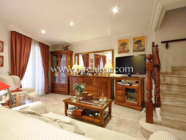 Preciosa casa en venta en el centro de Mataró, con patio y local comercial