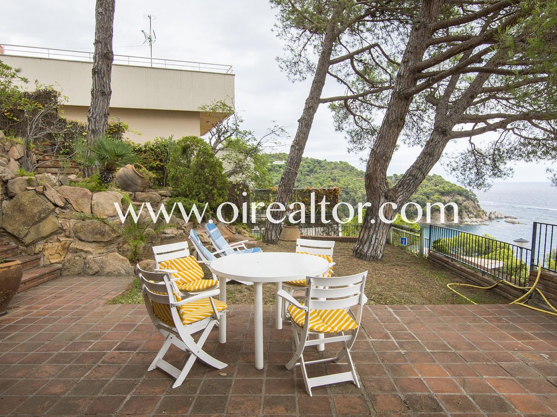 Красивая вилла на продажу в урбанизации Кала Каньельес, Льорет-де-Мар