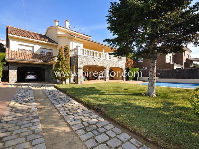Fabuleuse maison à vendre avec piscine dans le centre de Vilassar de Dalt
