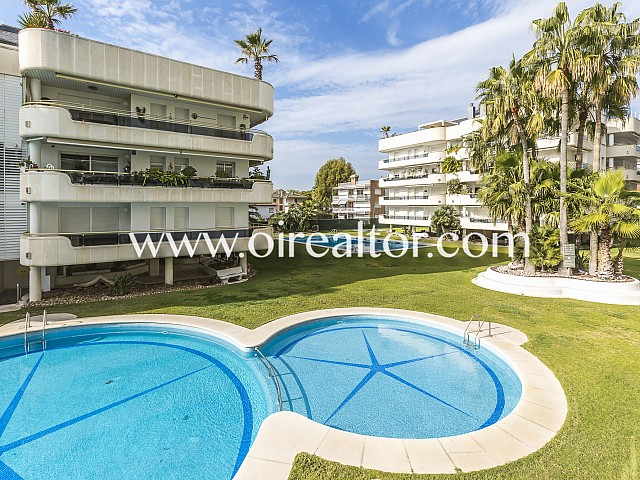 Luxury apartment for sale in a 5 * hotel complex in front of the sea in Sitges