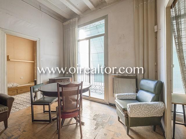 Fantàstic pis en venda per reformar amb terrassa en el Raval, Barcelona