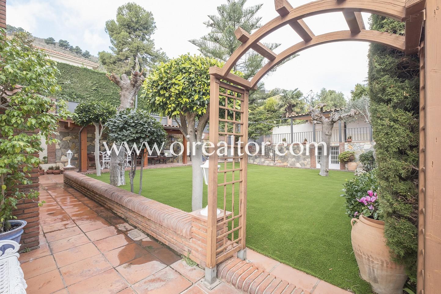 Casa en venta con jard n y vistas al mar en pedralbes for Casa jardin barcelona