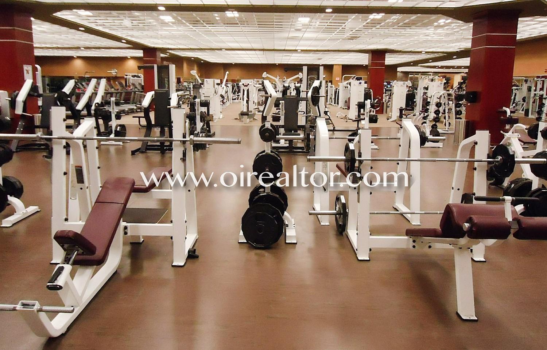 Gimnasio en pleno funcionamiento en venta en costa brava for Gimnacio o gimnasio
