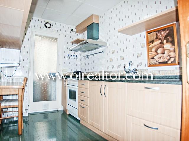 Bonito y céntrico piso en venta de tres habitaciones con varias terrazas en Lloret de Mar
