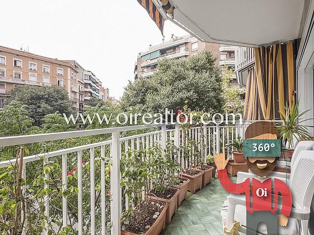 Amplio piso con balcón exterior en venta en Sagrada Familia, Barcelona