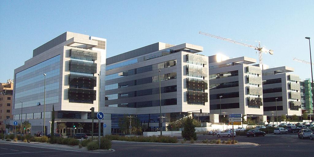 Edificio de oficinas en venta para invertir en las tablas for Edificios oficinas madrid