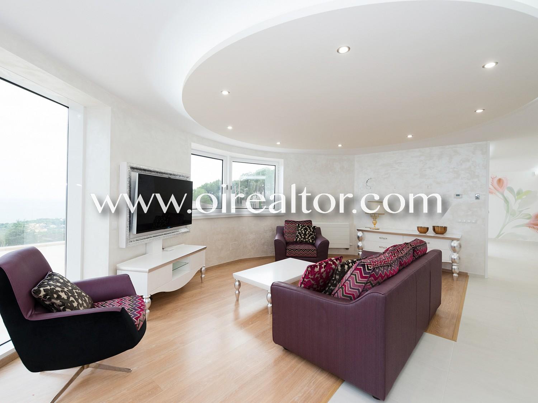 Новая и роскошная дизайнерская вилла, расположенная в урбанизации Рока Гросса в Льорет-де-Мар