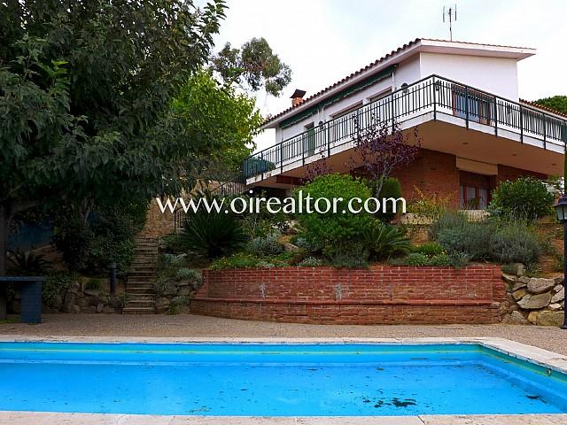 Encantadora casa en venta con piscina y preciosas vistas a la montaña en Sant Andreu de Llavaneres