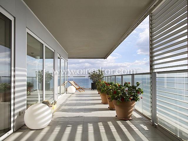 销售与迷人的海景壮观公寓和巴塞罗那市