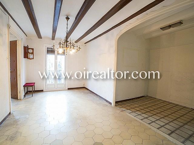 Bonito apartamento en venta para reformar en el corazón de La Rambla, Barcelona