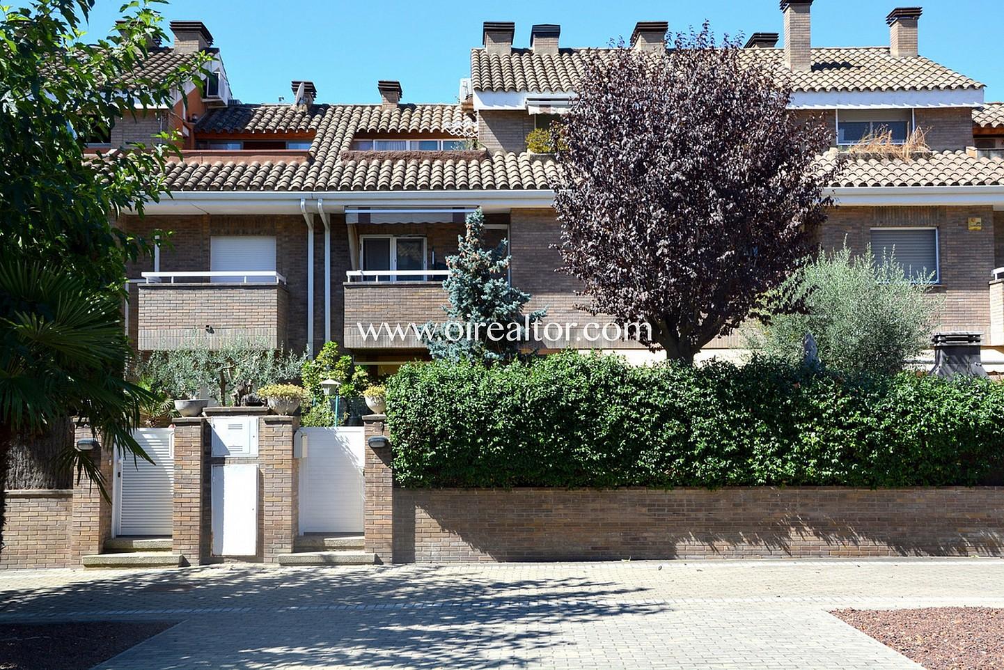 Bella casa pareada en venta con 100m2 de jardin en for Jardin 100m2