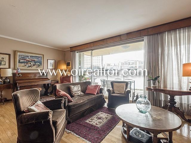 Appartement lumineux et extérieur à vendre avec parking et terrasse à Barcelone