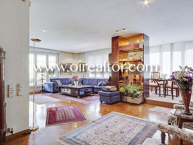 Продается большая солнечная квартира с террасой в Туро парк